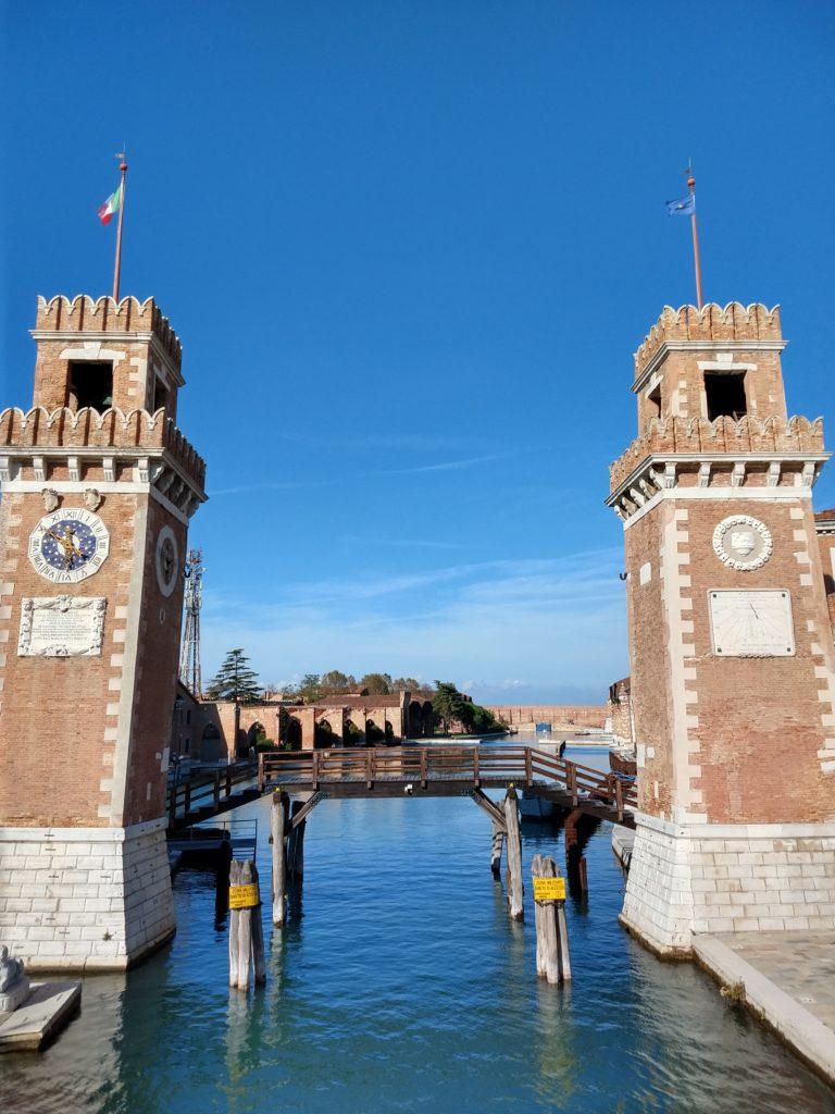 watchtowers at the arsenal de venecia