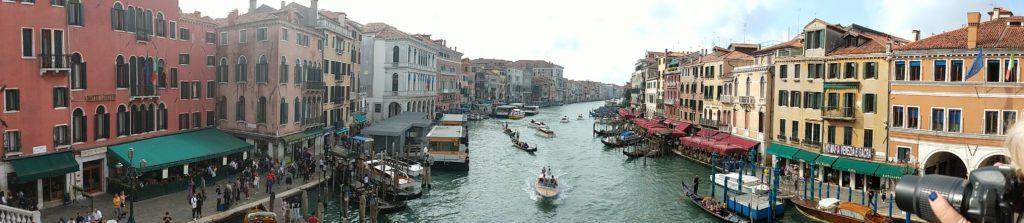 a speedboat below the ponte di rialto